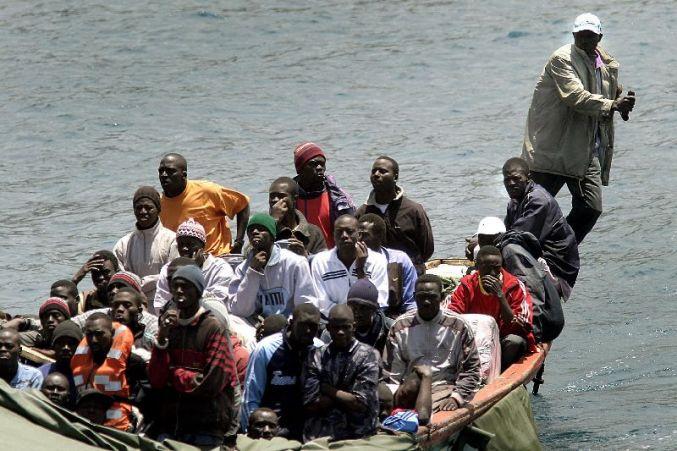 Mauritania intercepta una patera con 125 emigrantes en dirección a Canarias