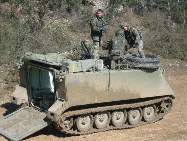 Intentan robar una caja fuerte utilizando un vehículo militar acorazado