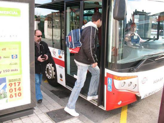 Los gijoneses se dejan en el bus desde paraguas hasta la