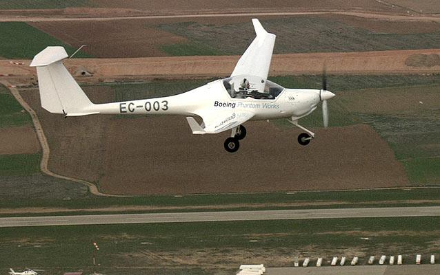 Primer avión que vuela con hidrógeno (3/4/2008)