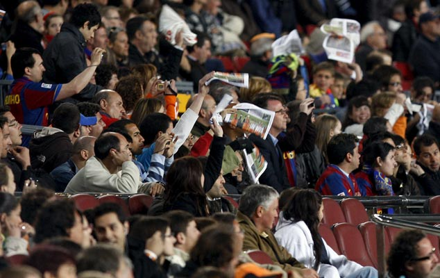 Pañolada en el Camp Nou
