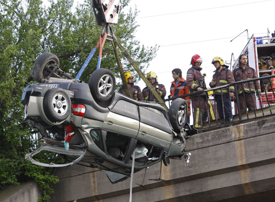 Accidente coche puente