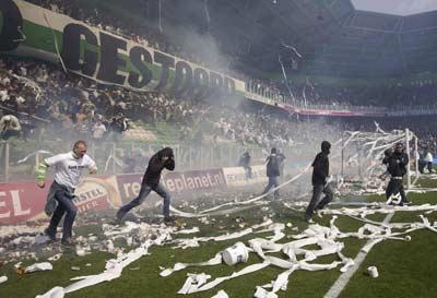 Incendio en el Groningen-Ajax