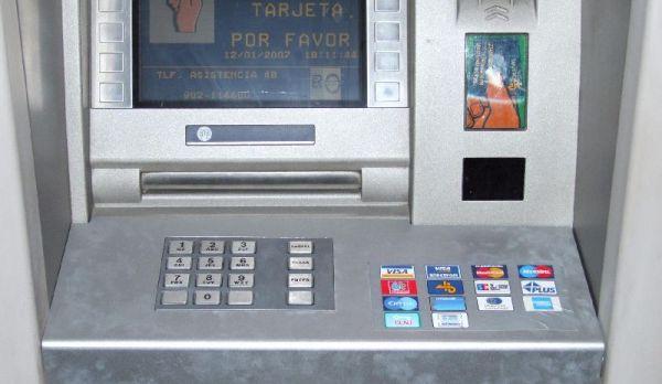Un famoso ex hacker alerta sobre la alta vulnerabilidad for Como cobrar en un cajero automatico