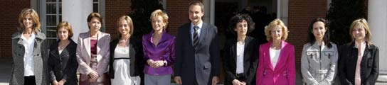 Zapatero, junto a todas las ministras