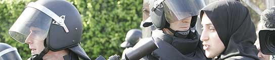 Agentes antidisturbios en el derribo de Cañada Real. (J. París)