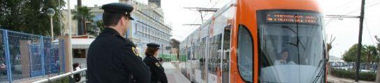 Policías Autonómicos a bordo del TRAM