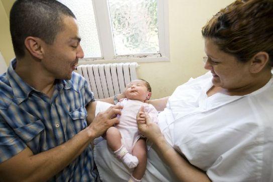 Janet y Ricardo, con su hija Isabela.