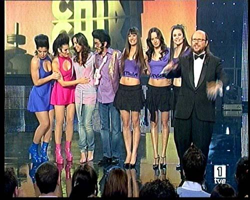 Rodolfo Chikilicuatre ya tiene a sus tres bailarinas oficiales