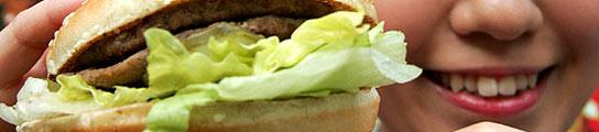 Las calorías de los 'fast food' deben aparecer igual de grandes que el nombre del plato  (Imagen: Toshiyuki Aizawa / Reuters)