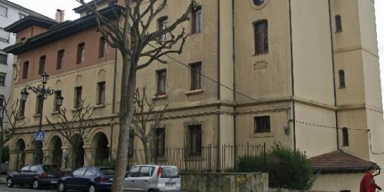 El ayuntamiento de oviedo proteger la malater a de la for Piscinas san lazaro oviedo