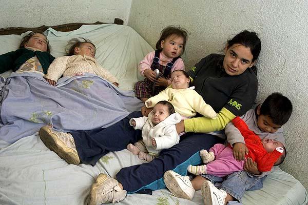 Resultado de imagen para madre con muchos hijos