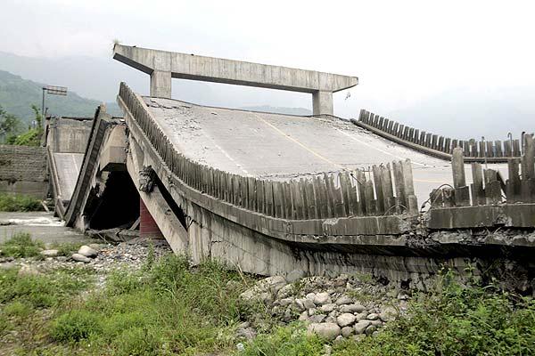 Resultado de imagen para imagenes puente caido