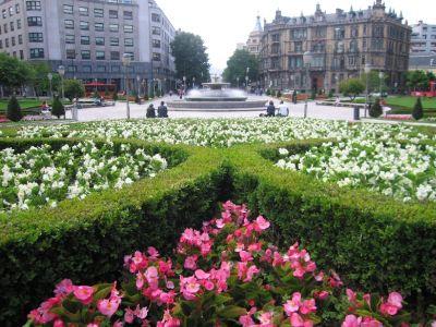 Bilbao repone sus jardines este mes con casi una flor por for Jardines de bilbao