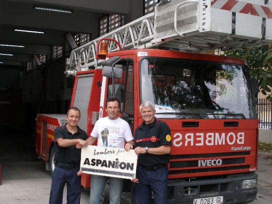 El grupo que partirá a los Andes en el parque de bomberos.