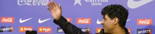 Frank Rijkaard se despide de los periodistas de Barcelona