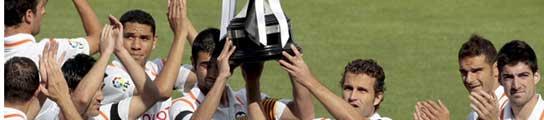 Los jugadores del Valencia con la Copa del Rey