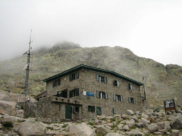 el refugio elola en la sierra de gredos es uno de los tres reforzados con material de emergencias flickrcom flickrcom ampliar