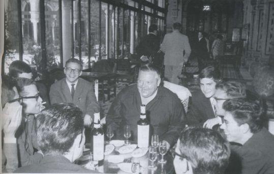 Orson Welles, junto a varios directores de cine-clubs sevillanos.