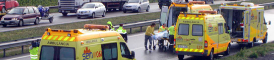 Unas ambulancias atendiendo un accidente de tráfico. Foto: ARCHIVO