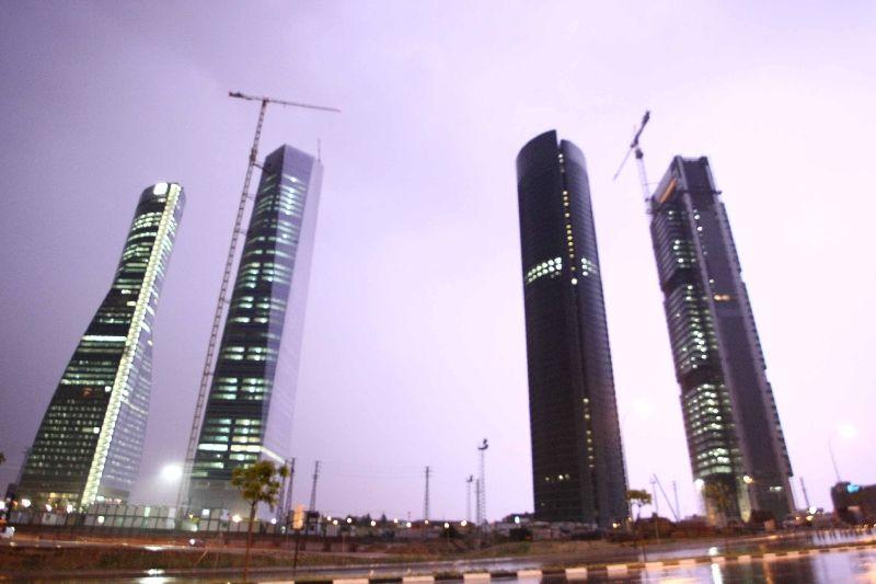 Las Cuatro Torres entre la tormenta
