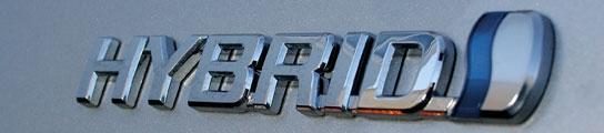 Este es el distintivo de híbrido que lleva el Toyota Prius en España. Foto: Toyota España.