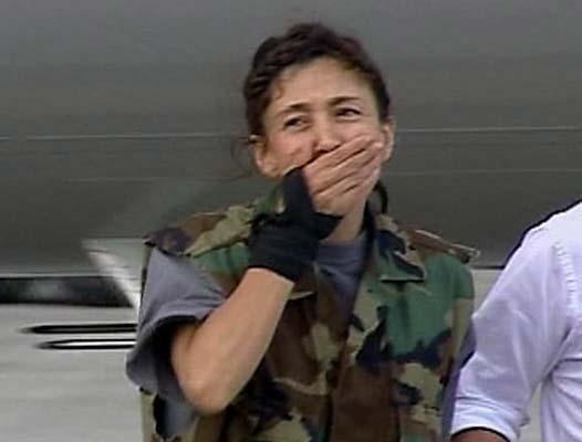 Ingrid Betancourt. Ingrid Betancourt emocionada a su llegada a Colombia.