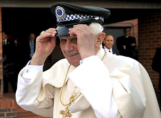 El Papa Benedicto XVI y sus Sombreros Imagenes