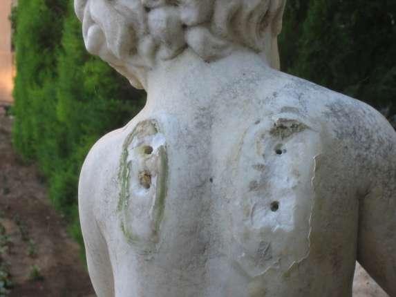 Rompen las alas de las esculturas de los ngeles en los for Esculturas en jardines