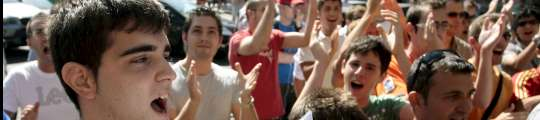 Aficionados del Valencia protestan contra Soler