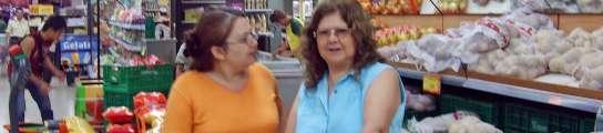 Consumidores haciendo la compra en Mercadona