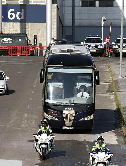 Barajas, accidente a�reo, bus con familiares