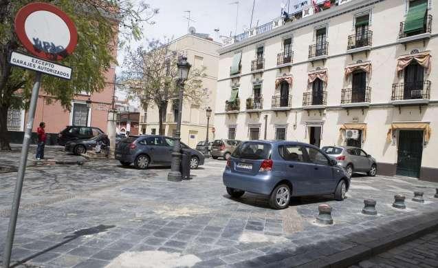 Plaza de molviedro el aparcamiento de los coches que for Plaza de aparcamiento