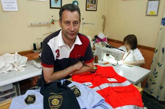 Colecciona los uniformes de las profesiones de sus sueños