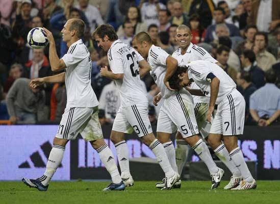Raúl recibe el apoyo del equipo