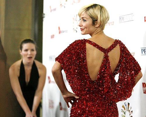 Natalie vestida de rojo (24/10/2008). Natalie Imbruglia a su llegada a un evento benéfico en Hollywood, California, EE. UU.