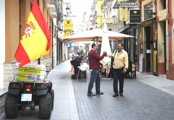 Multado por llevar una bandera de España en el quad
