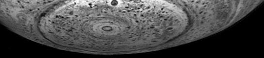 Bajo el polo de Saturno