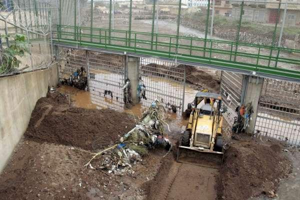 Reparaciones en la valla de Melilla