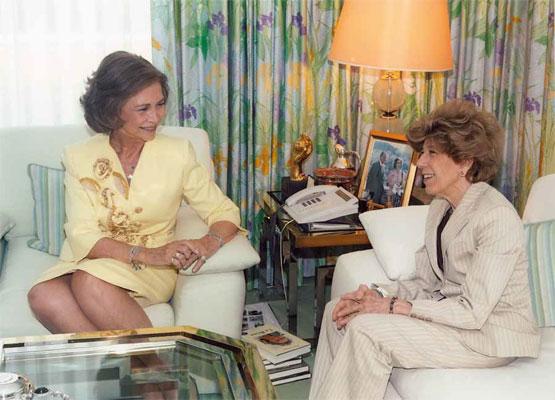 La Reina Sofía con Pilar Urbano