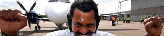 Manjit Singh mueve aviones con las orejas.