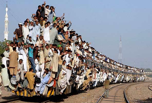Pakistaníes en un tren (03/11/2008)