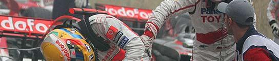 Timo Glock y Lewis Hamilton.