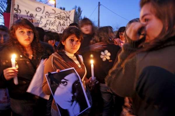 Manifestación por el asesinato de una joven en Ripollet.