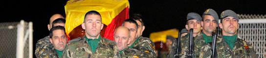 Llegan a España los dos militares muertos en un ataque suicida en Afganistán