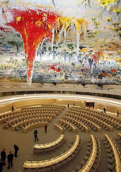 Cúpula inaugurada. Los 1.400 metros cuadrados que presiden la cúpula pintada por Barceló , uno de los espacios más grandes del Palacio de las Naciones de Ginebra, será el lugar habitual de reuniones del Consejo de Derechos Humanos de la ONU.