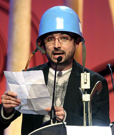 Follonero (21/11/2008). Follonero. Jordi Evolé recibe el premio Ondas a la innovación televisiva por su programa Salvados por la campaña, durante la gala en el Gran Teatro del Liceo de Barcelona.