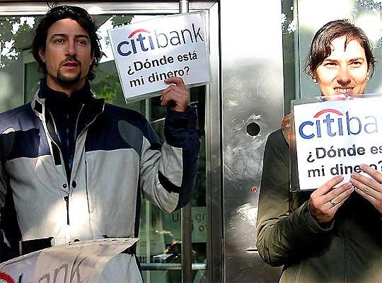 """Javier Hernández, """"estafado"""" por Citibank"""