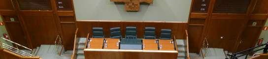 El TS obliga al Parlamento vasco a colocar la bandera española.