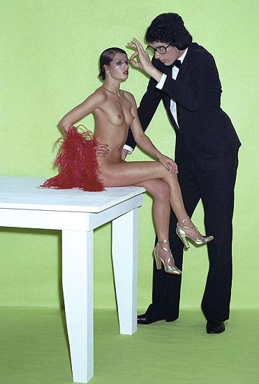 """""""Marie Claire, 1973"""", foto de Helmut Newton    28/11/08. """"Marie Claire, 1973"""", foto de Helmut Newton. La Fundación Helmut Newton ha organizado una exposición que reúne doscientos trabajos que el fotógrafo germano-estadounidense realizó en las décadas de los sesenta y setenta para las revistas de moda """"Vogue"""", """"Elle"""" y """"Marie Claire""""."""